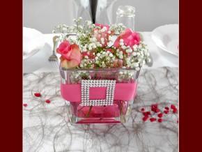 Tisch und Blumendekorationen