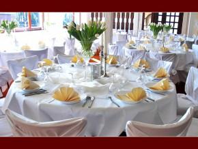 Hochzeit Dekorationsvorschlag für runde Tische