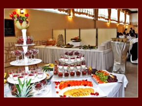 Süßes Buffet auf der Hochzeit