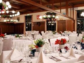 Hochzeitstisch dekoriert