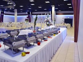 Hochzeitsbuffet dekoriert