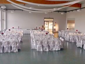 Dekoration der Tische für Hochzeit