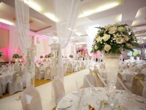 Blumendekoration Hochzeit Saal