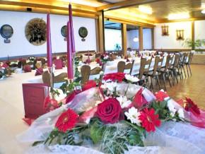 Hochzeit - Tisch mit Blumen