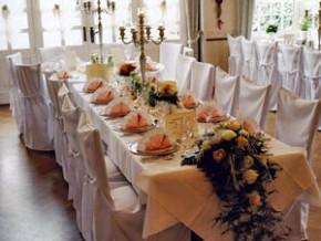Hochzeit - Tischdekoration mit Blumen