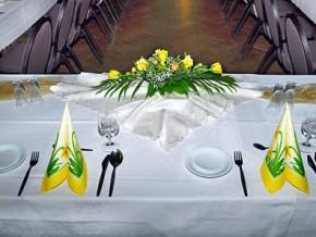 Hochzeit. Tischdekoration Saal
