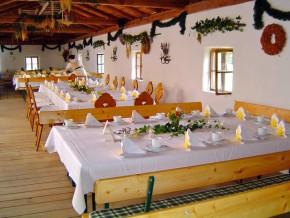 Hochzeit rustikal feiern