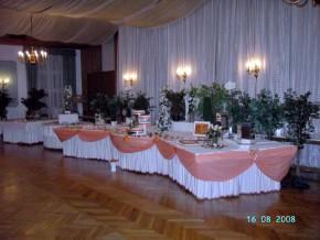 Hochzeitsessen festlich dekoriert