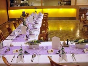 Lila Hochzeitsdekoration