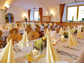 Saal dekoriert für Hochzeit