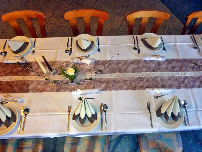 Tischdeko Hochzeit: Braun-Weiss