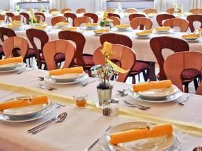 Tischdeko mit gelben Hochzeitsservietten