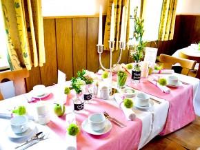 Tischdekoration für Hochzeit in Rosa-Grün