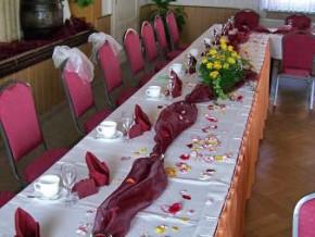 Tischdekoration Bordeaux-weiß