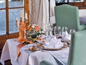 Tischdekoration für feierliche Anlässe
