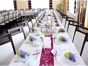 Tischdekoration Hochzeit Lila Grün Bordeaux