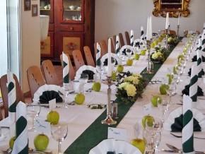 Tischdekoration Hochzeit - dunkel Grün