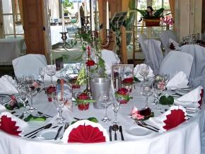 Tischdekoration Hochzeit - runde Tische