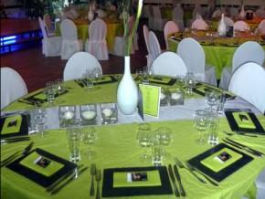 Grüne Tischdecke - runder Tisch