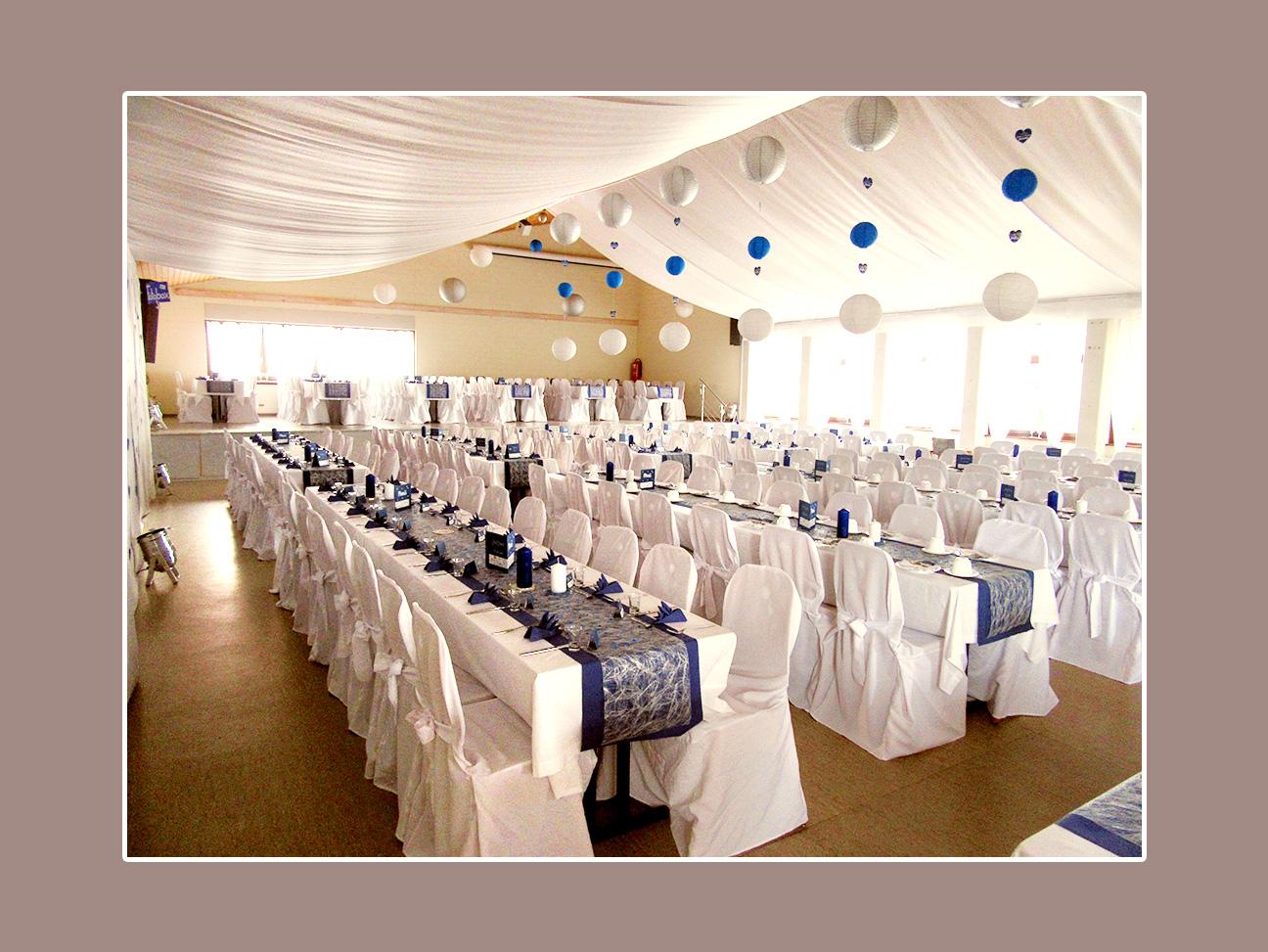 Hochzeitsdeko Weiß Blau in der Festalle Aura nahe Bad Kissingen