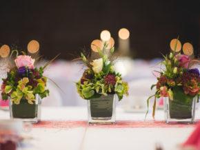Hochzeiten Ilshofen Blumendeko rustikal rosa lila