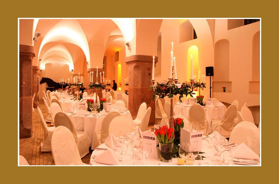 Hochzeitssaal Festsaal Gewölbehalle Location Berlin Potsdam 160 bis 260 Personen Hochzeitsdeko Falkensee