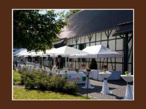 Innenhof Hochzeitslocation Hofgut Mappen Schlangenbad Wiesbaden 350 Personen